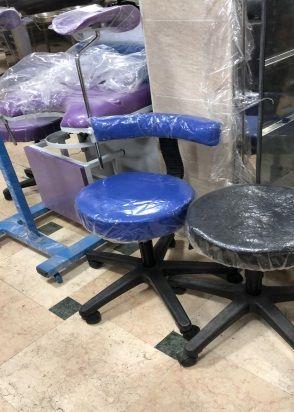 كرسى طبيب بظهر قاعدة بلاستيك خماسية متحرك علي عجل