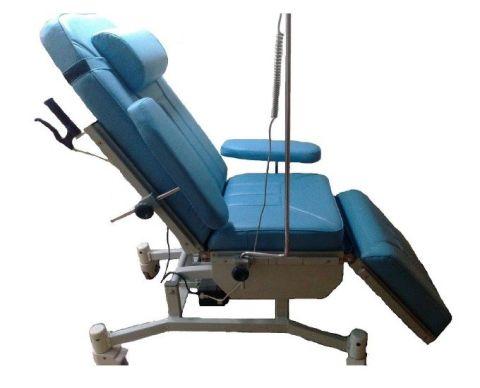 كرسي انتظار مريح يصلح  للتبرع بالدم و لجلسة الغسيل الكلوي  مزود بثلاث مواتير كورية الصنع ذات كفاءة عالية الاداء.